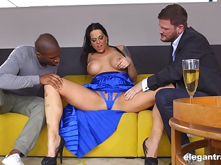 Famous Hungarian MILF Simony Diamond loves anal sex with the addition of MMF threesomes