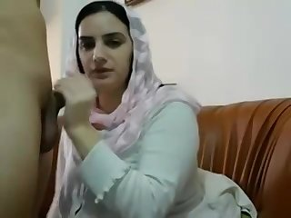 Pakistani Muslim Wife Get Big Interior Massages and Plays with Pussy