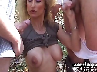 Horny Guys Tries Alfresco Sex With Mommy