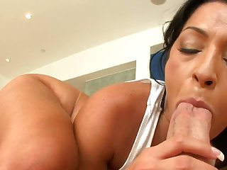 Hot Brazilian milf places a bushwa dominant her mouth and in addition her cunt