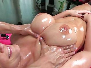 Big titted milf, Phoenix Marie got the best massage ever