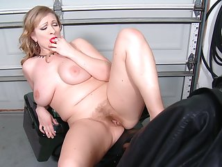 Chubby comme �a Victoria Tyler loves fingering her horny cunt
