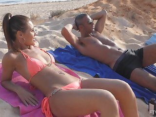Sex at the beach leads naked hottie to increased orgasms