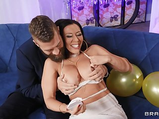 Brunette Rachel Starr rings the Original Year in with a bang