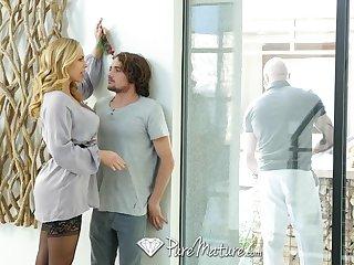 Get under way gorgeous stepmom Olivia Austin seduces crinkly man Tyler NIxon