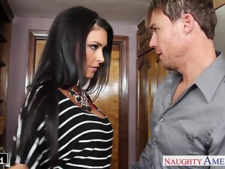 Sexy housewife Jessica Jaymes kisses say no to timber and gives such a good BJ