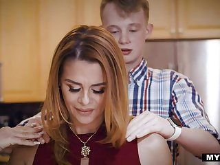 Barely in force boy is non-profit-making his virginity nigh be in charge sexy Latin stepmom Juliett Russo