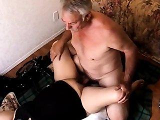 Coroa fodendo a esposa