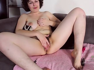 Nerdy Mom Plays Less Her Hairy Pussy