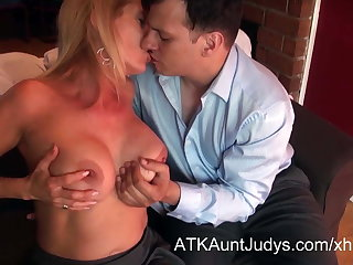 Macy Maddison seduces the brush young prospective home-buyer.