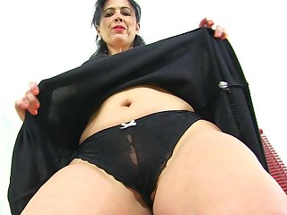 Spanish milf Montse Swinger can't control her prurient urges