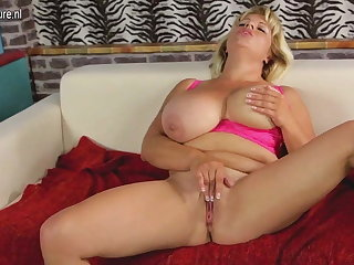Glum mature mom with big boobs and hungry cunt