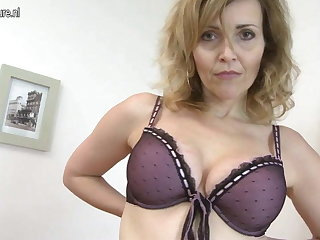 Damn Hot MILF effectuation with her rolling conclave