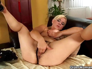 Mature mom with abiding nippled big titties and full bushed pussy