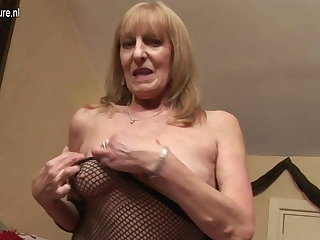 British granny getting her age-old pussy wet