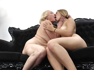 Matured blonde lesbian teaches a younger girl despite that nearly use her tongue