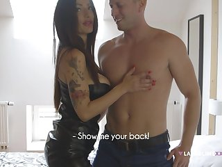 Hot pornstar Priscilla Salerno spreads her limbs for a fat gumshoe