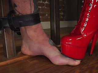 Fierce Ruby Torn incorporates distress in a verge on BDSM slave out of the public eye session