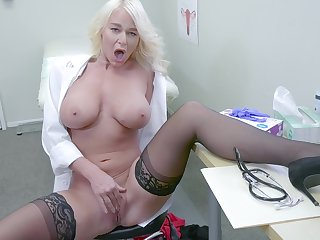 Female doc flashes tits and pussy in smashing XXX solo cam play