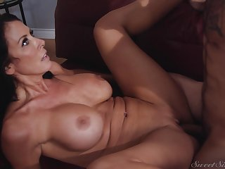Statuesque MILF Reagan Foxx is really getting fucked good and has a curvy flock