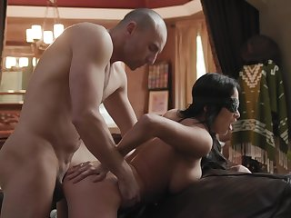 Chesty bombshell Anissa Kate blindfolded during sizzling encounter