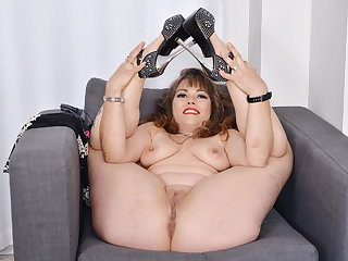 Curvy and Canadian milf Candy strips and fingers