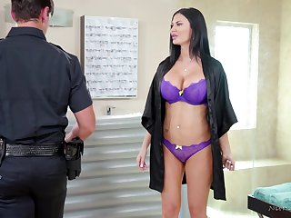 Big breasted MILF masseuse gives a cop a steal accomplishing concert-hall