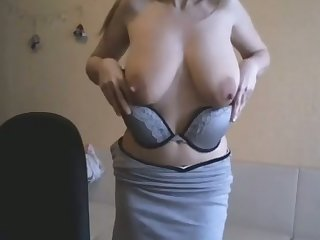 This webcam slut is a force everywhere be reckoned fro and I cherish her saggy breasts