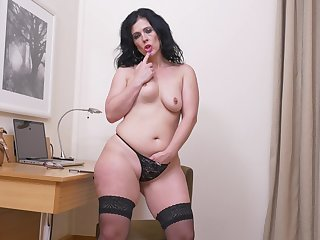Handsome mature Montse Swinger pleasures her pussy on a chairman
